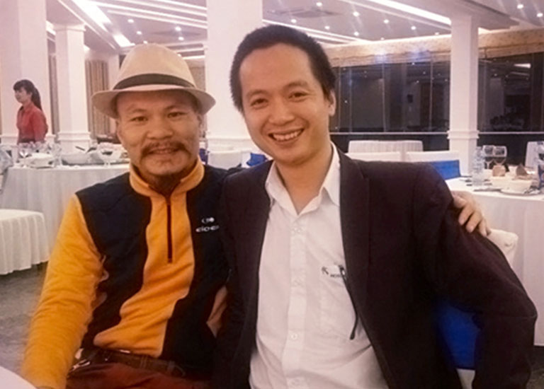 Giám đốc điều hành HOSCO miền Bắc Ông Trần Quang Cường (phải) cùng Ông Lữ Thành Long(Chủ tịch MISA)